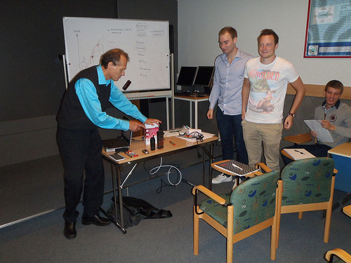 Per Lindstedt in deep dive workshop with students.