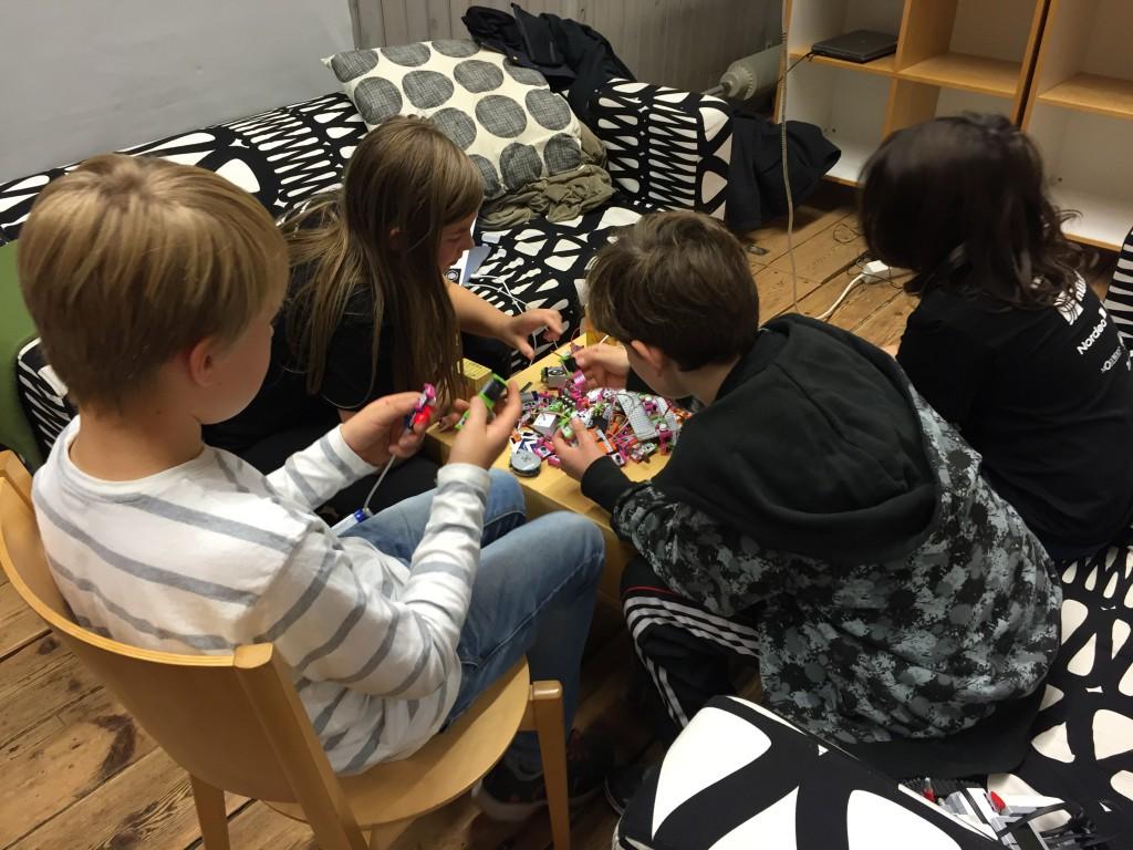 Makerspace-soffan med LittleBits...