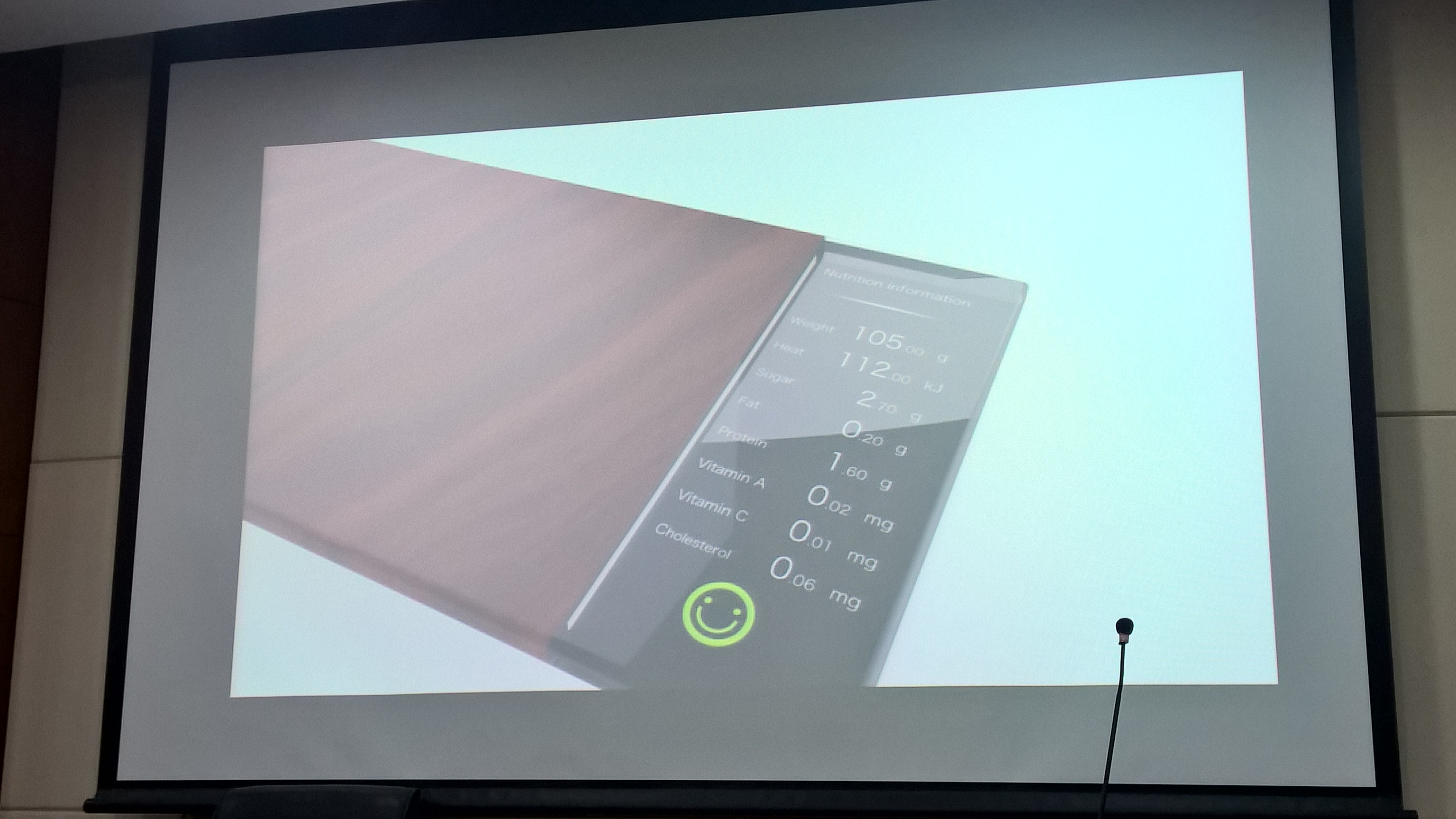 Cutting board with integrated and detachable scale and food analyser