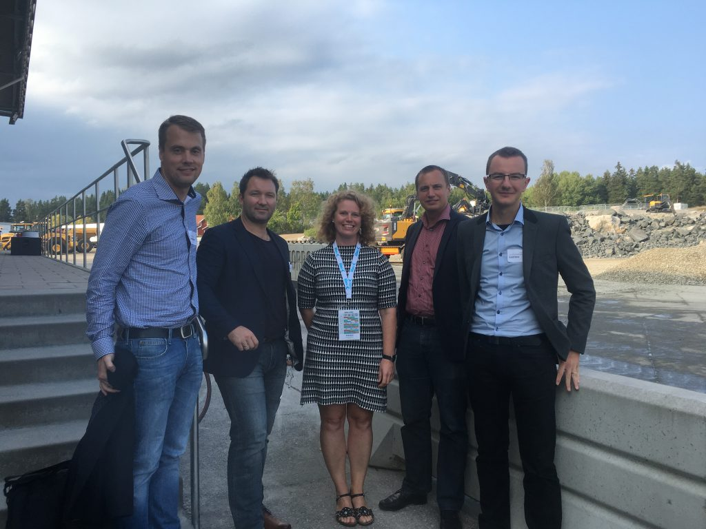The research team of Christian Johansson (BTH), Tobias Larsson (BTH), Jenny Elfsberg (VCE), Peter Wallin (VCE) and Alessandro Bertoni (BTH) at VCE site in Eskilstuna.