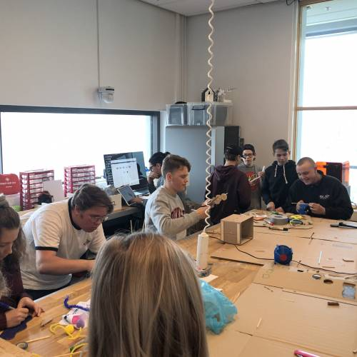 Makerdag för 8'e-klassare