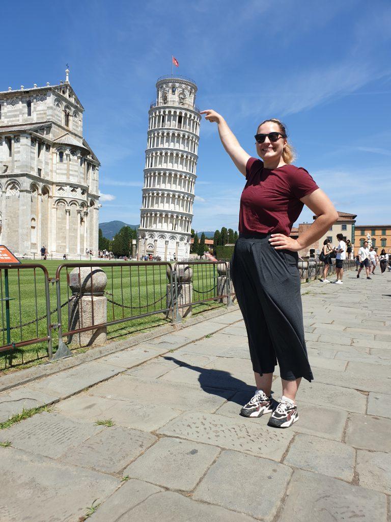 Josefin vid Lutande tornet i Pisa